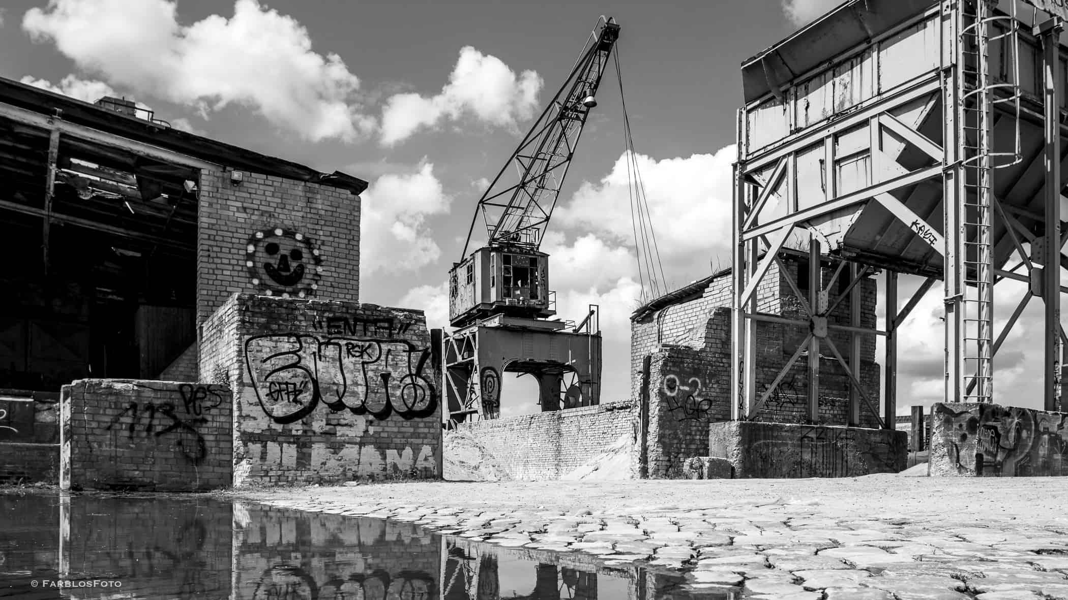 Weltkulturerbe - alter Kran am Löschplatz Billhafen Hamburg