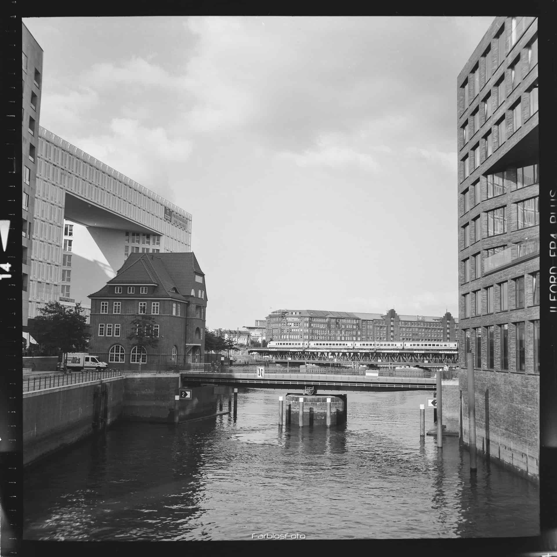 Das Alte Zollhaus an der Ericusbrücke und das Spiegel-Gebäude an der Ericusspitze