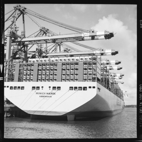 Munich Maersk in Hamburg auf Ilford Delta 100 Pro