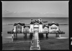 Aufnahme der Seebrücke Sellin | Mamiya M645 1000s | Ilford FP4