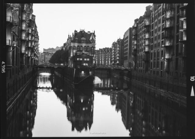 Wasserschloss Hamburg   Mamiya M645 1000s   Ilford FP4
