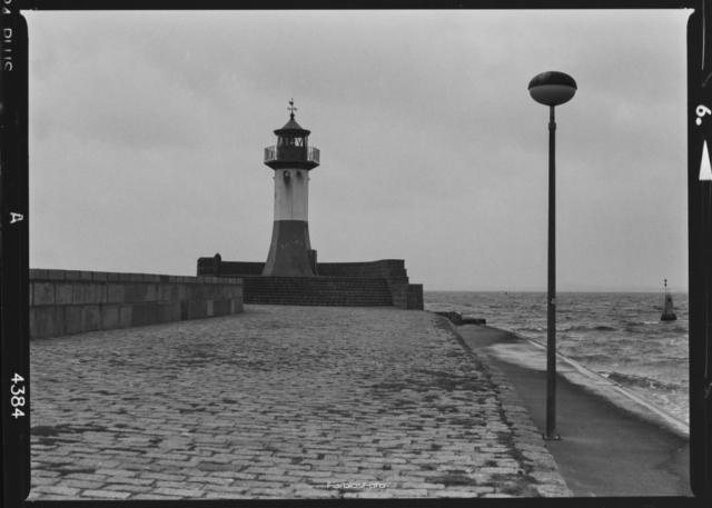 Leuchtturm Sassnitz | Mamiya M645 1000s | Ilford FP4